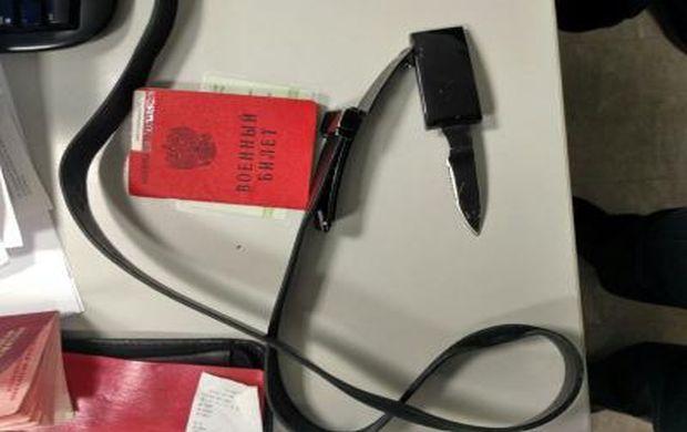 У одного из россиян пограничники совместно с СБУ обнаружили военный билет, жетон ВС РФ и маскировочный халат / dpsu.gov.ua