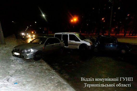 Після зіткнення водій буса вискочив з транспорту та почав тікати / tp.npu.gov.ua