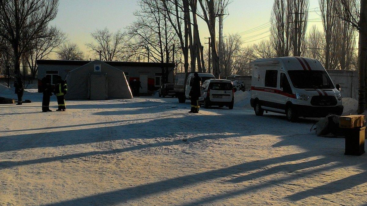 Рядом с мобильными пунктами обогрева работают три полевые кухни / dsns.gov.ua