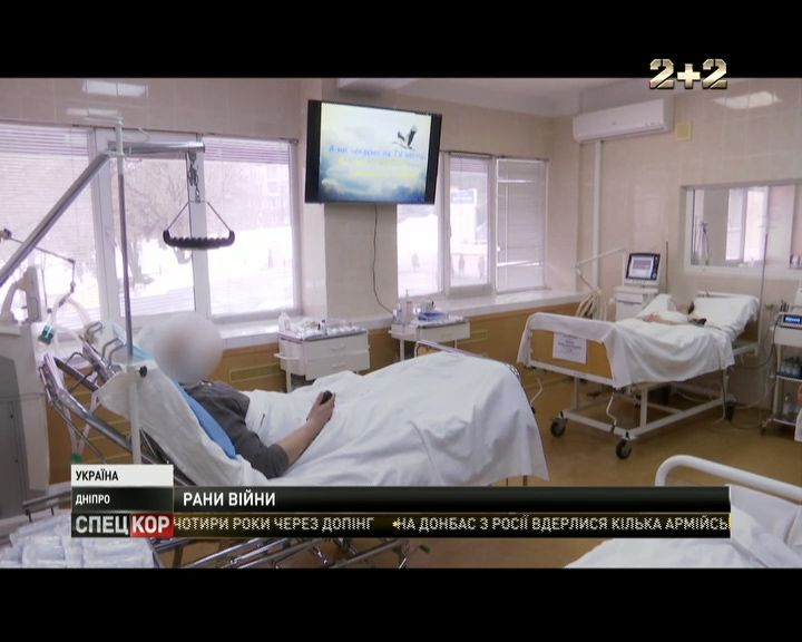 Медики лікарні Мечникова рятують поранених у Авдіївки бійців /