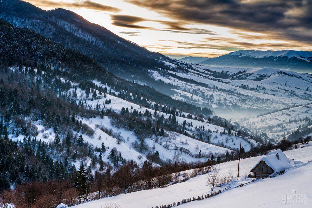 У Карпатах зберігається лавинна небезпека / Фото УНІАН