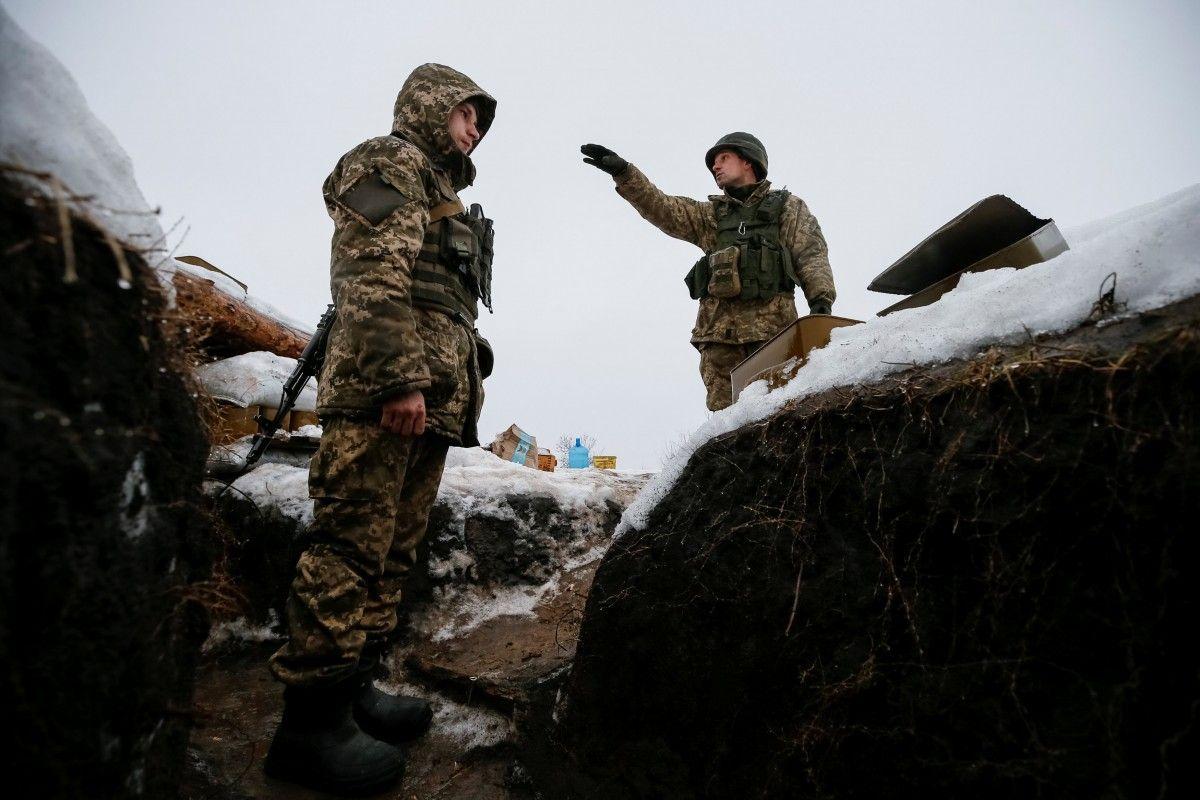 Украинские военные на Донбассе / REUTERS