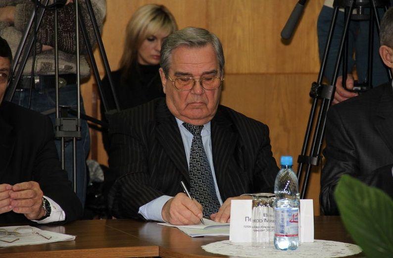 Петро Ванат народився 28 січня 1938 року. До Верховної Ради був обраний за списком партії