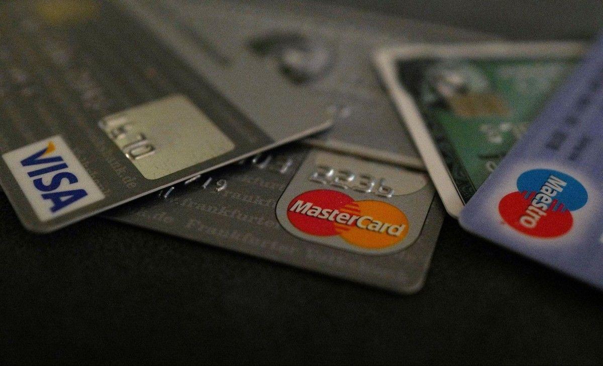 Мужчина решил оплатить штрафы своей любовницы кредитной картой супруги \ фото REUTERS