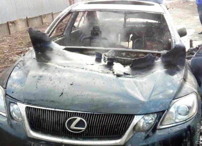 Авто подожгли с человеком в середине / Думская
