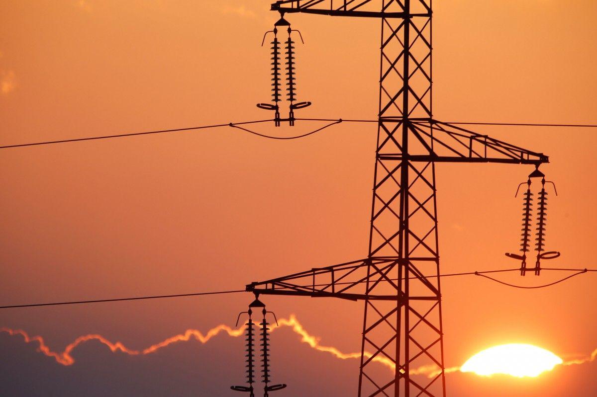 Украина с начала года сократила выручку от экспорта электроэнергии в 4 раза / REUTERS