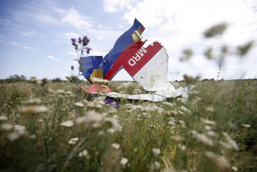 Обломки сбитого над Донбассом MH17 / REUTERS