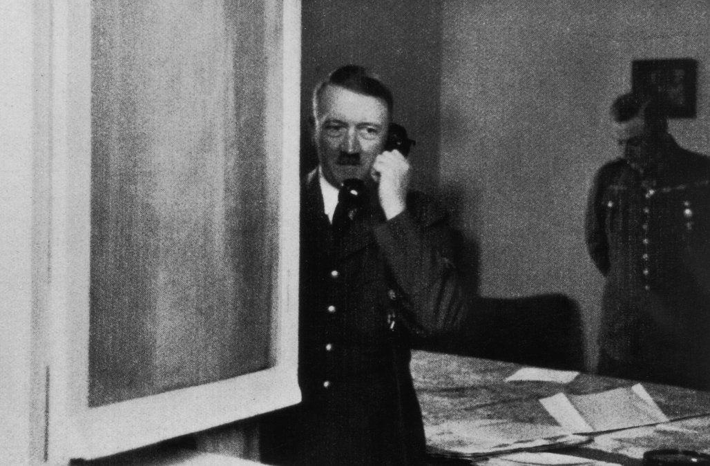 Исследование зубов Гитлера подтвердило обстоятельства его смерти / фото AOL.com