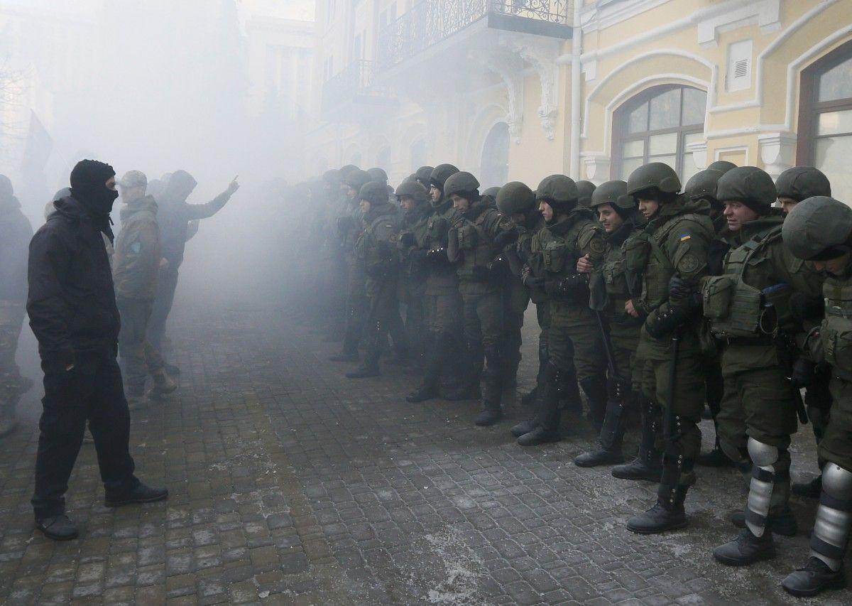 Митингующие против правоохранителей в Киеве / Иллюстрация REUTERS
