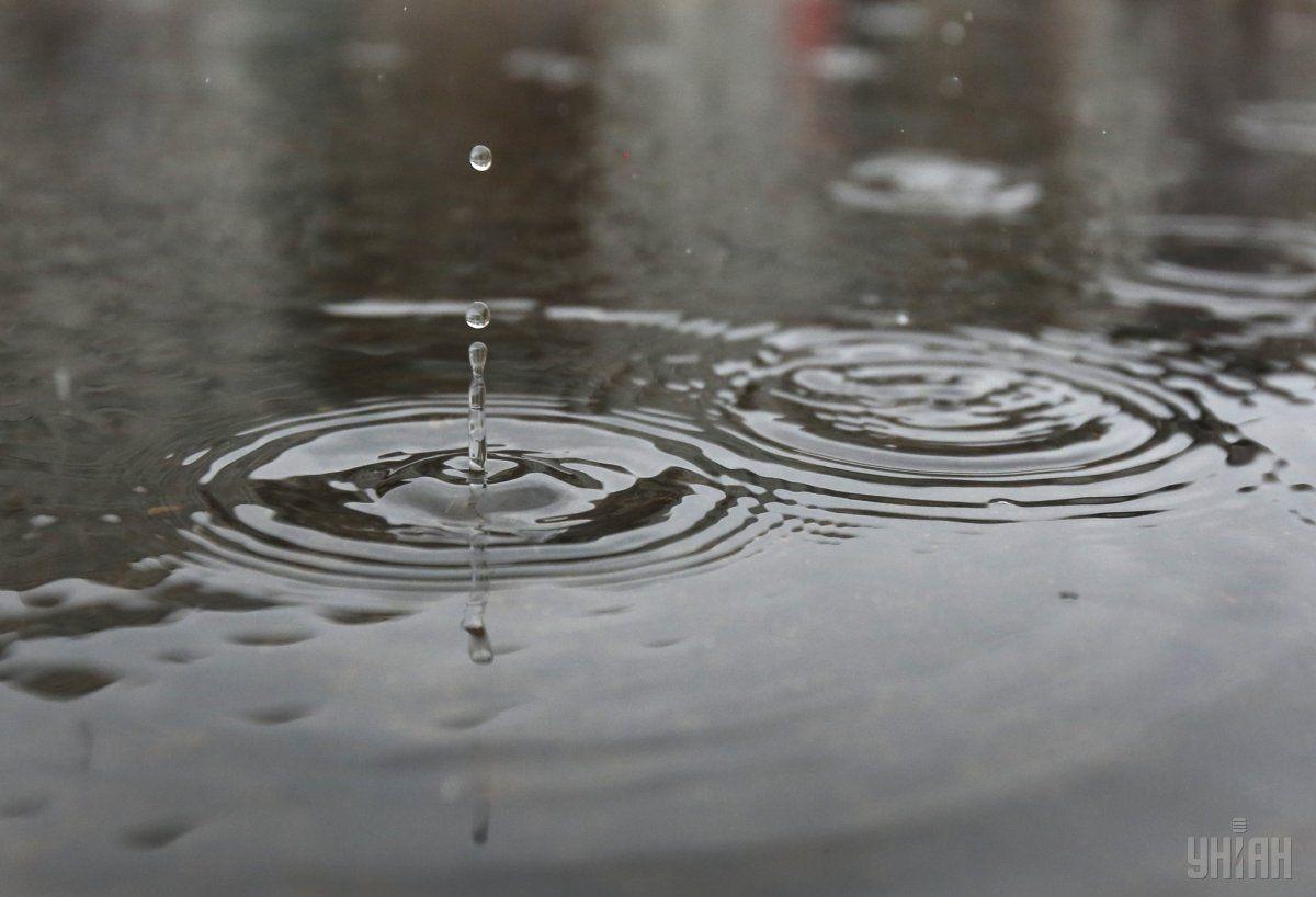 Там сильні дощі геть залили дороги \ Фото УНІАН
