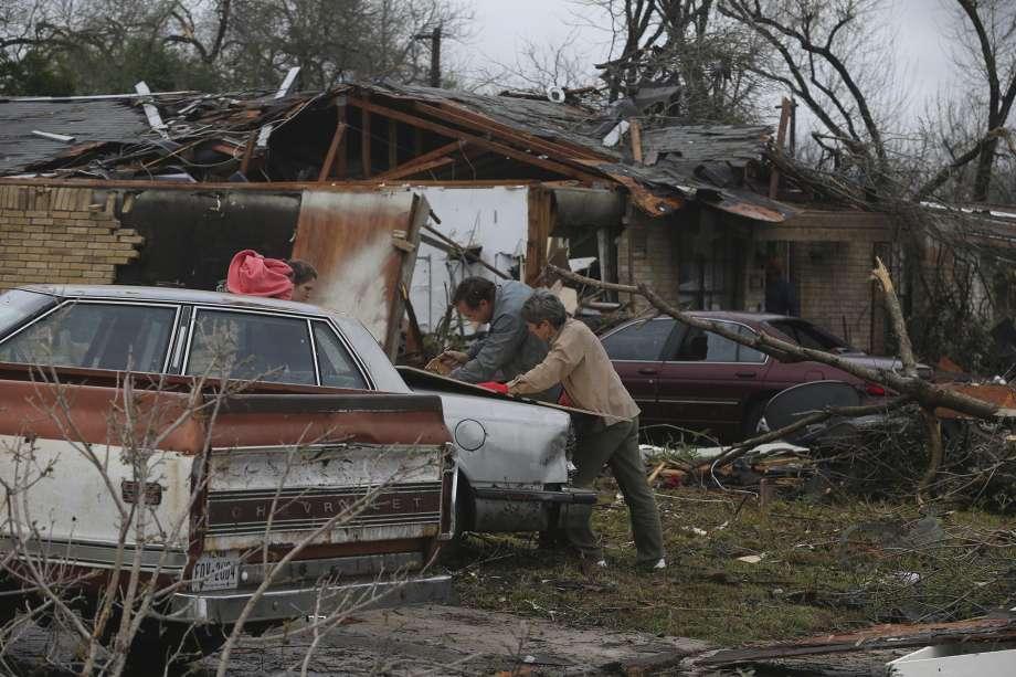 Наслідки торнадо у Сан-Антоніо / expressnews.com