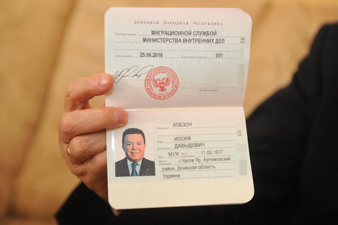 Кобзон утверждает, что у него нет паспорта