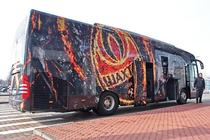 Напередодні першого домашнього матчу в новому році у гірників з'явився новий автобус / shakhtar.com