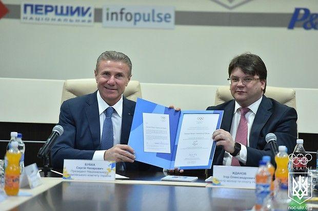 Бубка підписав документ, який підтверджує участь України в Олімпіаді / noc-ukr.org