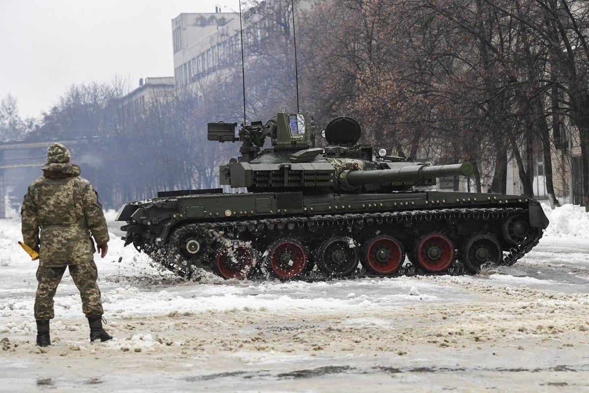 """""""Бойова машина ХХІ століття"""": український танк """"Оплот"""" показали в дії"""