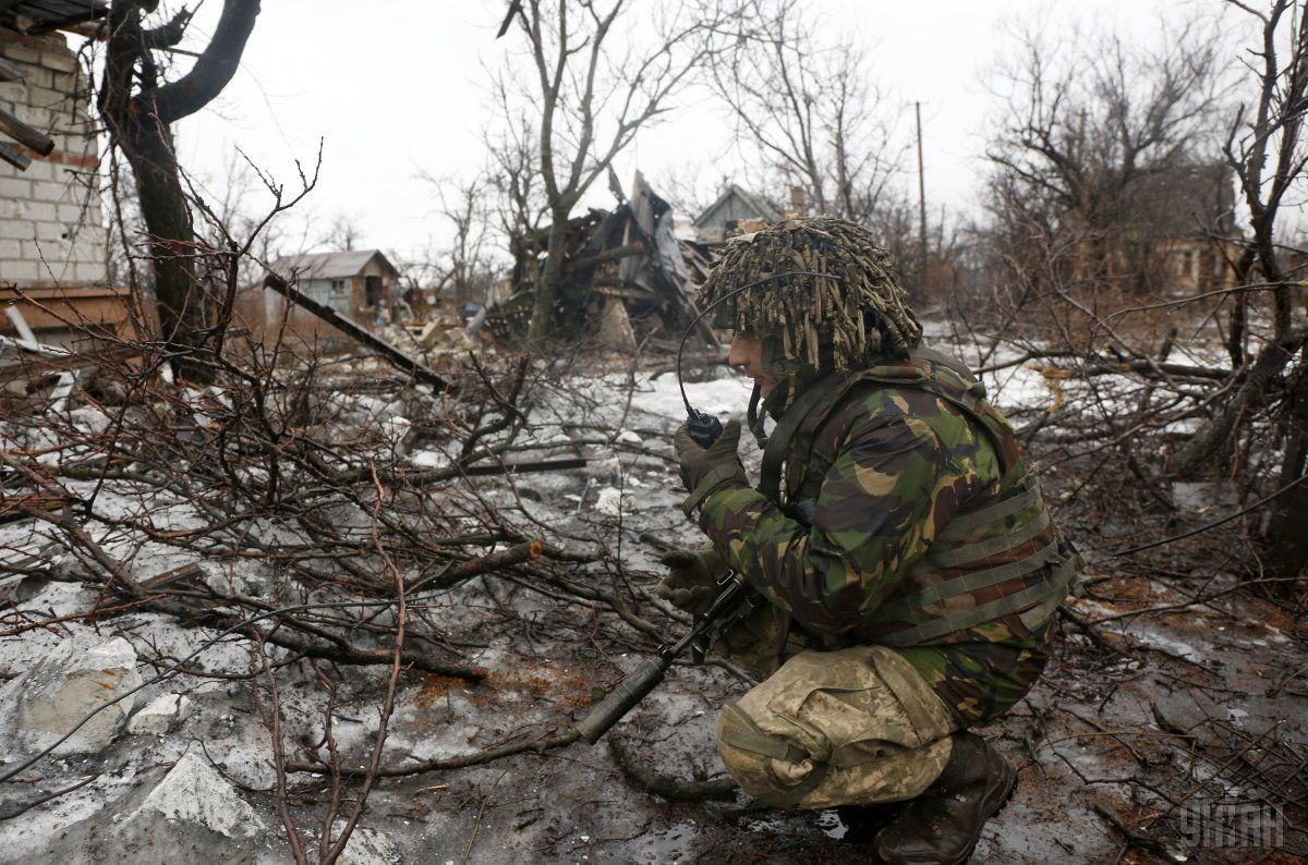 Украинский военнослужащий в зоне проведения АТО в Авдеевке / Фото УНИАН