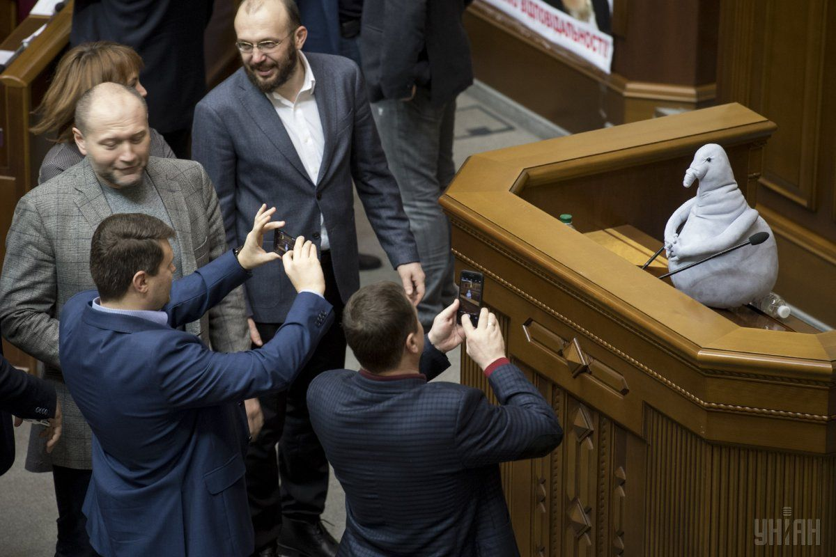 Суд арестовал автомобиль и 100 гривен на счету Охендовского, частично удовлетворил ходатайство детективов НАБУ, - адвокат - Цензор.НЕТ 7590