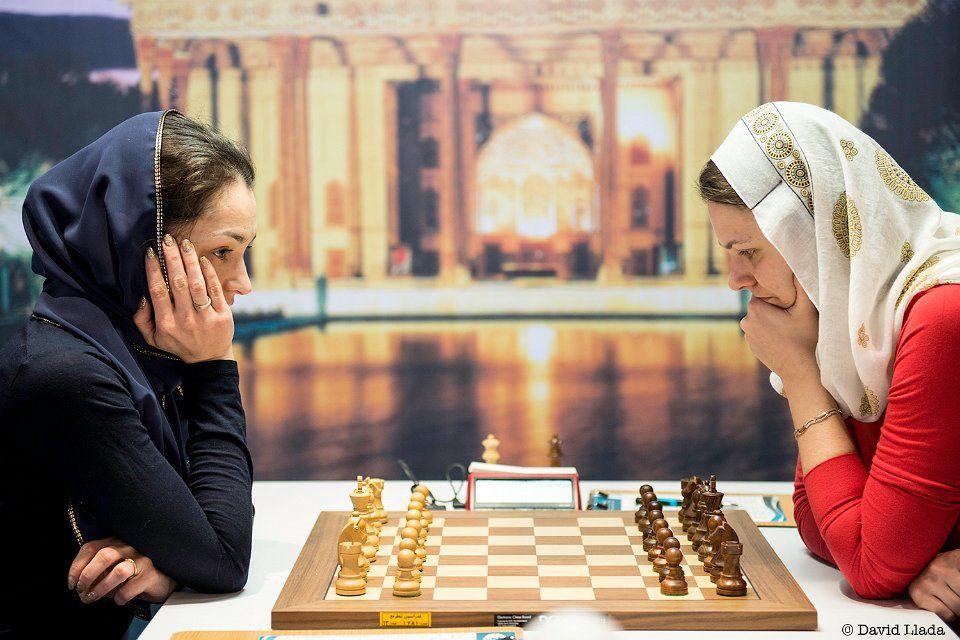 Украинка Музычук (справа) / tehran2017.fide.com