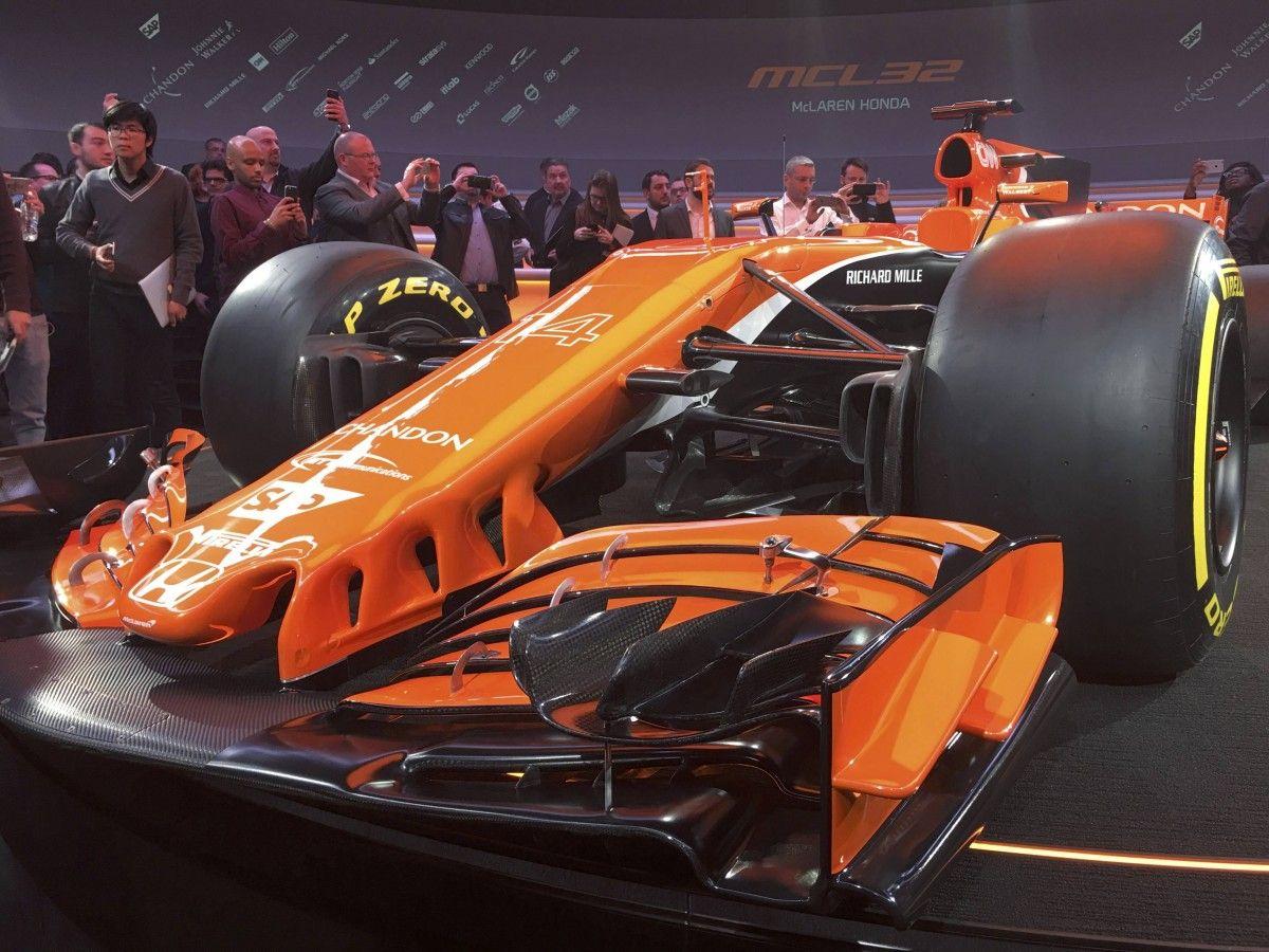 Боліди McLaren будуть пофарбовані у помаранчові кольори / Reuters