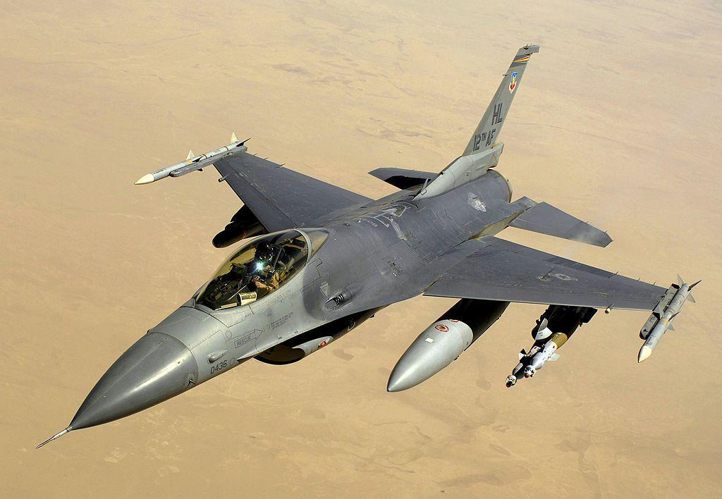 """Ірак почав завдавати авіаударів по """"Ісламській державі"""" у Сирії"""