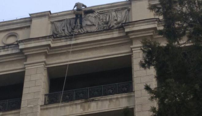 У Харкові декомунізували виш: на прохання студента зняли серп і молот