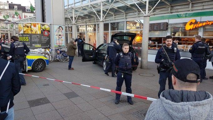 Полиция отмечает, что водитель въехал в толпу намеренно / sueddeutsche.de