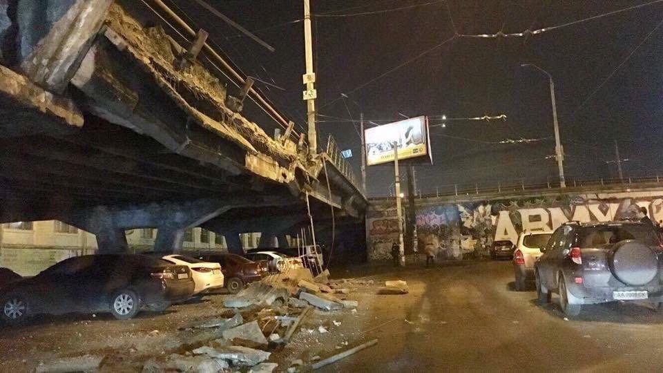 В Киеве обвалился мост на Шулявском путепроводе
