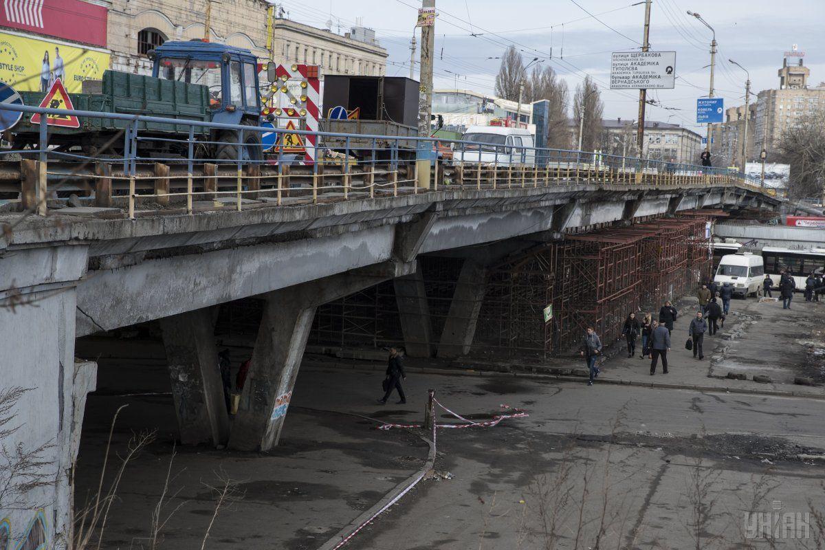 """Уставший"" Шулявский мост / фото УНИАН"