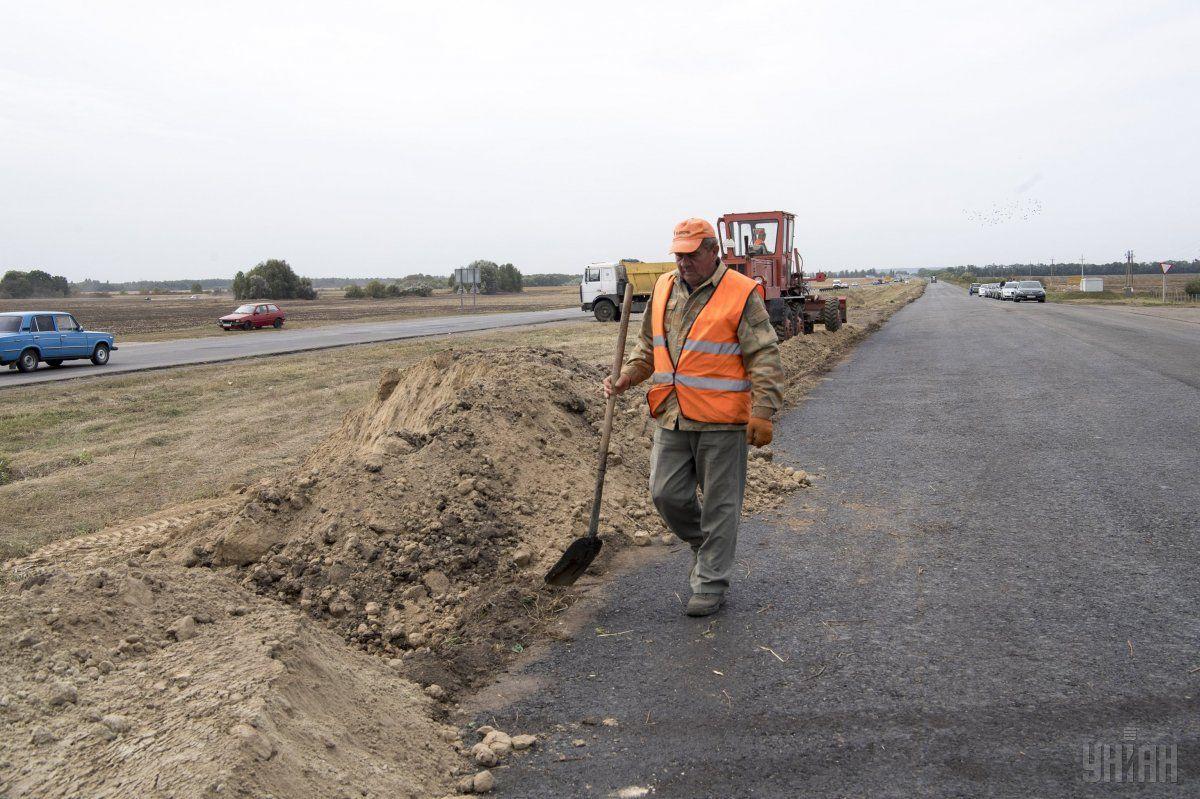 З 2019 року в Україні почнуть перевіряти не тільки якість ремонту, але і асфальту / фото УНІАН