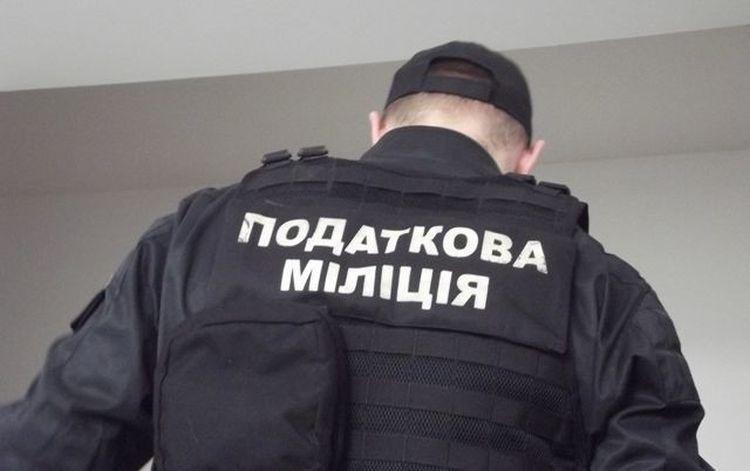 Налоговики вскрыли пломбы, которыми опечатаны резервуары с маслом / фото slovoidilo.ua