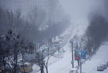 Київ накрив потужний снігопад, рух на дорогах паралізовано (карта)
