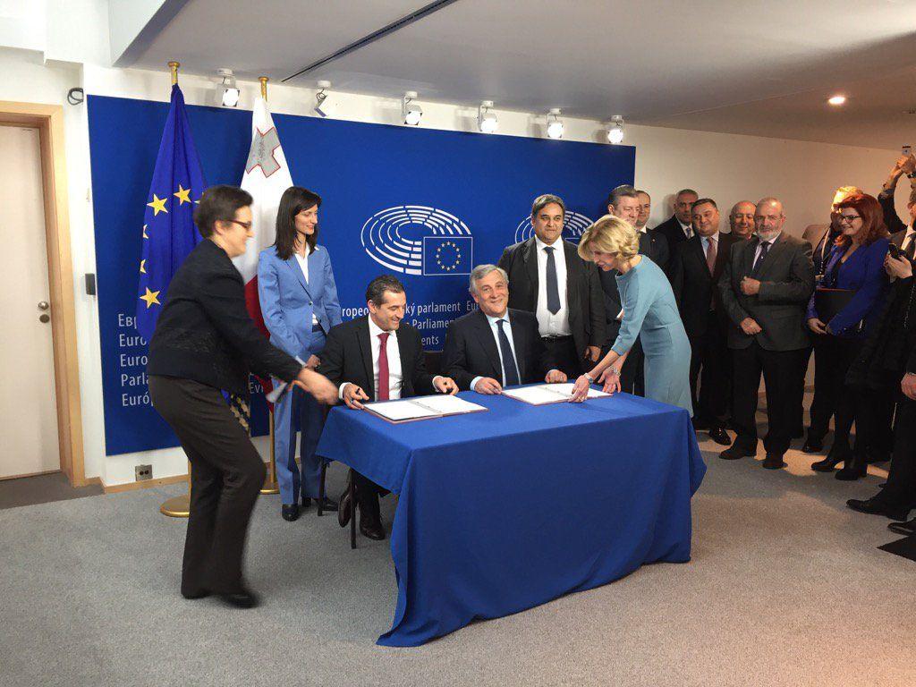У ЄС підписали документ про скасування / twitter.com/RikardJozwiak