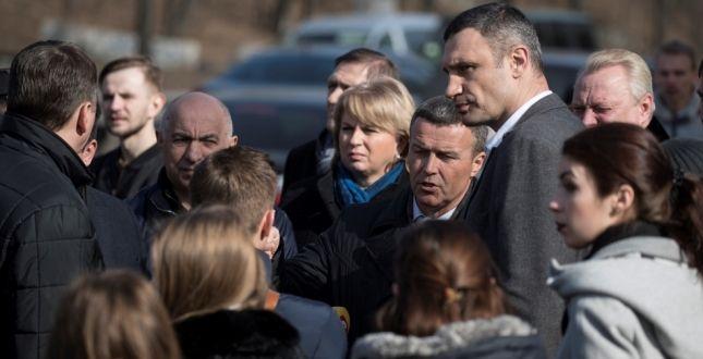 Мэр осмотрел состояние Воздухофлотского проспекта, где в последний раз был капитальный ремонт в 1995 году / kievcity.gov.ua