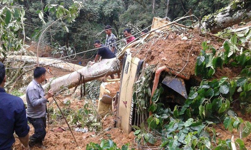 Наслідки зсуву грунту в Індонезії / BNPB