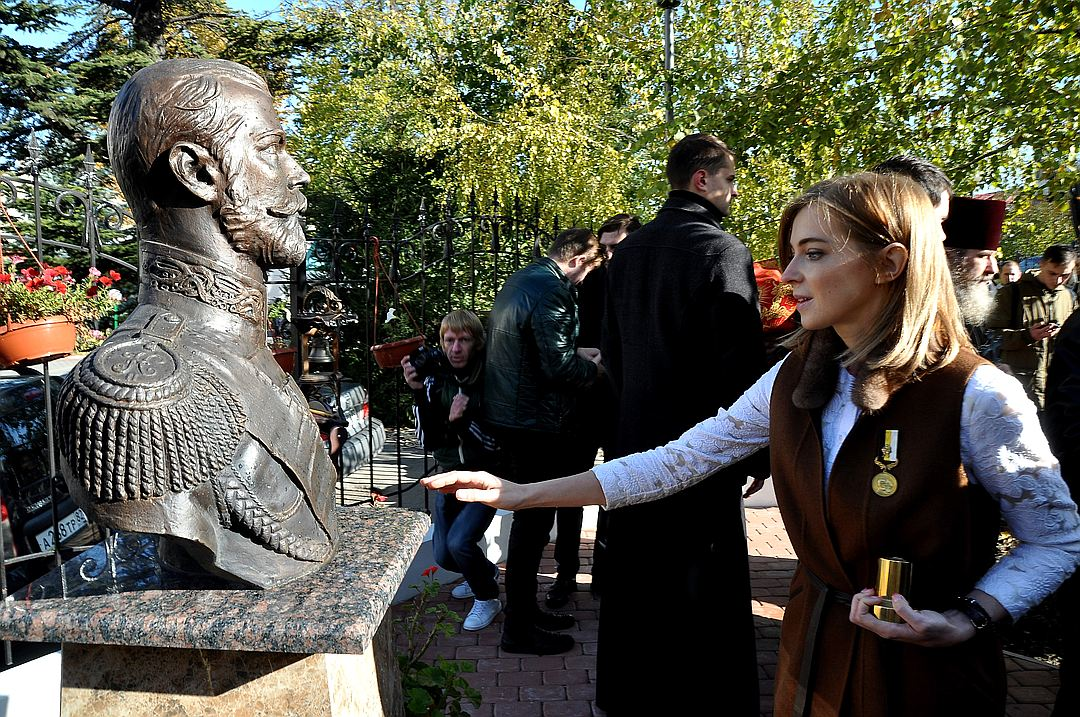 Поклонская заявила, что бюст Николая II замироточил / twitter.com/dimitriyenteo