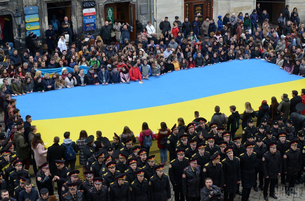 К 26-й годовщине Независимости Украины 1567 жителей Львова получат одноразовую материальную помощь от города / Фото УНИАН