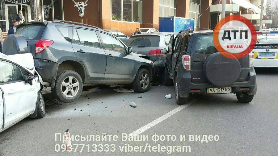 Позашляховики не змогли розминутися / facebook.com/dtp.kiev.ua