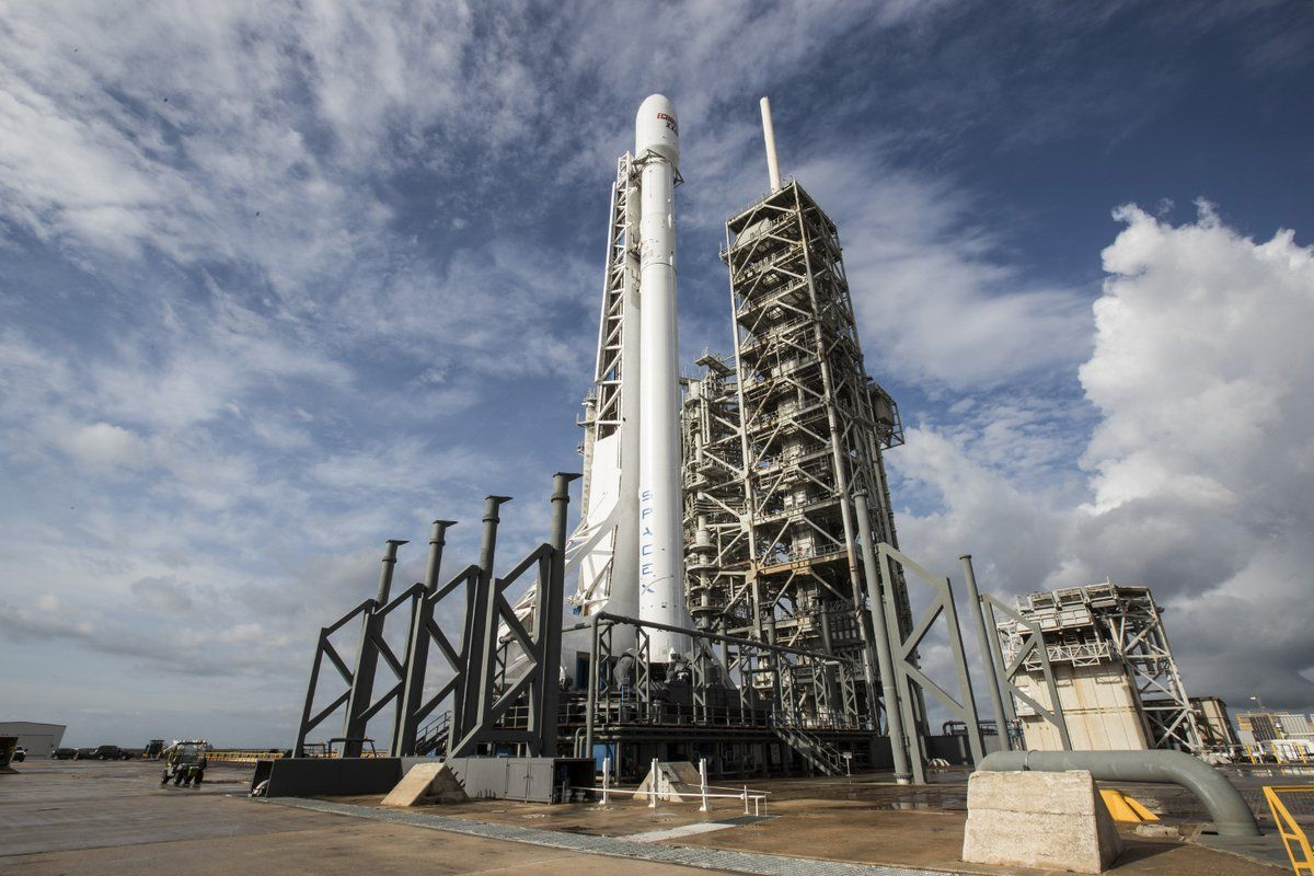 Ракета должна вывести на орбиту 60 спутников для интернета \ twitter.com/SpaceX