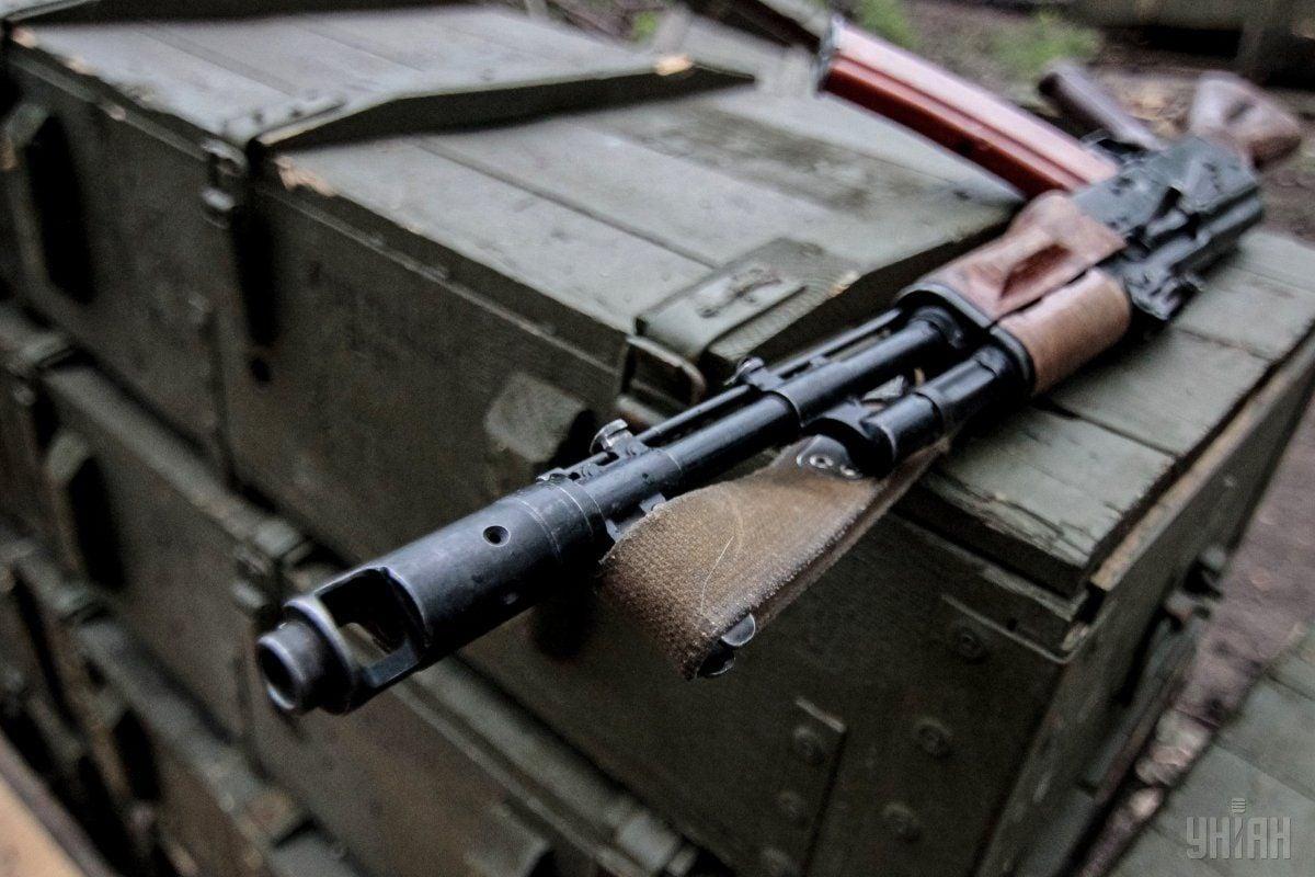 Военный выстрелил из автомата / фото УНИАН