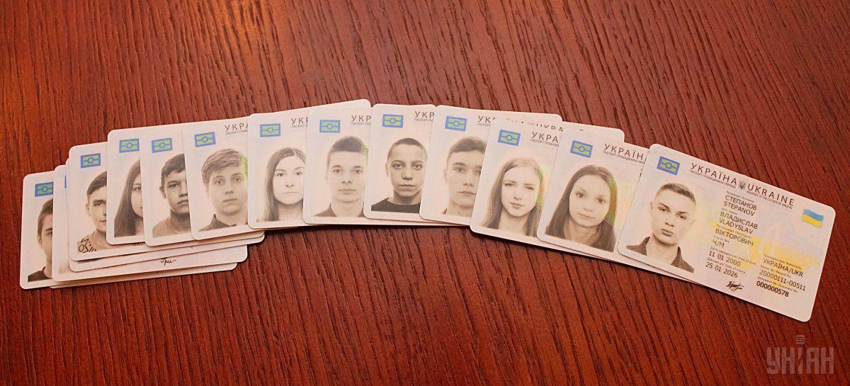 В Киеве показали приборы для чтения ID-паспортов  / фото УНИАН