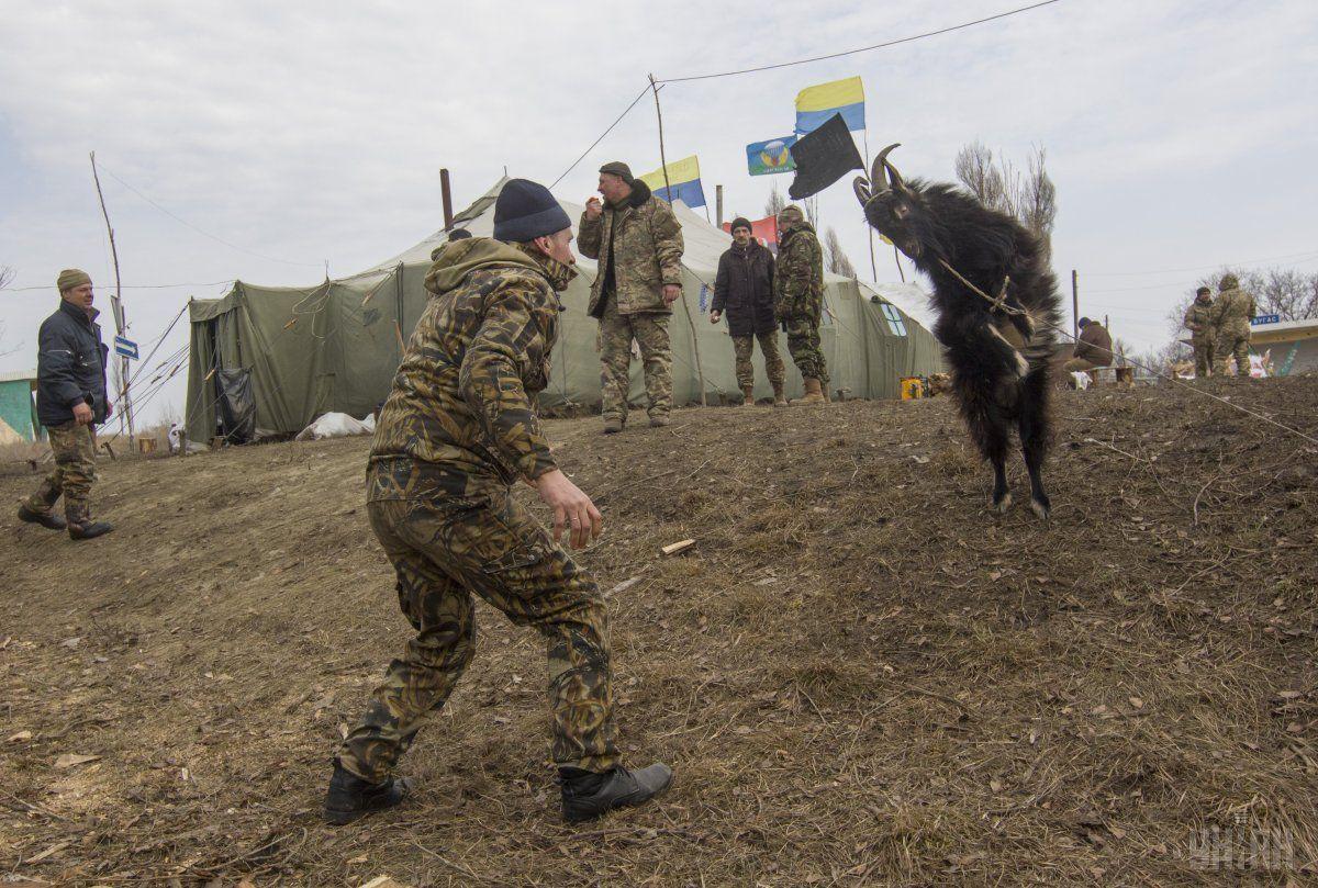 """Президент пояснив, чим виявилася блокада """"ДНР"""" і """"ЛНР"""" / Фото УНІАН"""