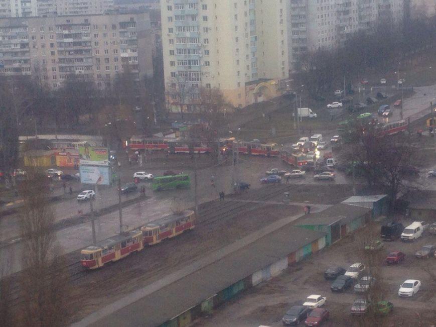 В месте аварии образовалась пробка из трамваев / 057.ua