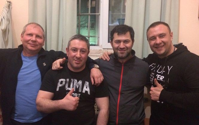 Насиров перед выходом из СИЗО сделал фото со своими сокамерниками / Татьяна Высоцкая, Facebook