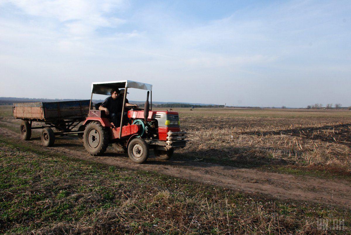 У жительки Тернопільщини шахрай видурив трактор / фото УНІАН