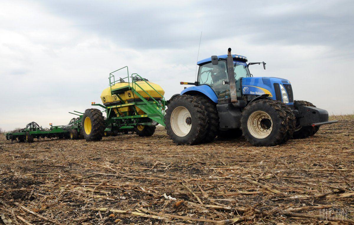 Аграрии уже засеяли ранними яровыми и зернобобовыми 2,2 млн га / Фото УНИАН