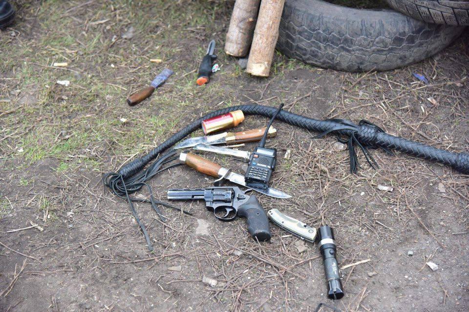 Такое опасное оружие полиция изъяла у блокадчиков / Фото www.mvs.gov.ua