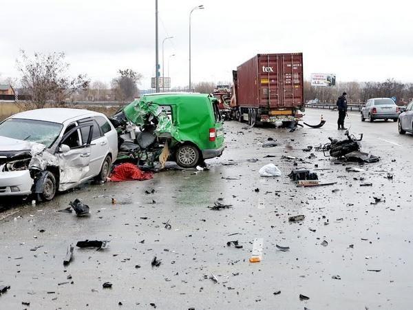 На дороге столкнулись сразу 4 машины / Нацполіція