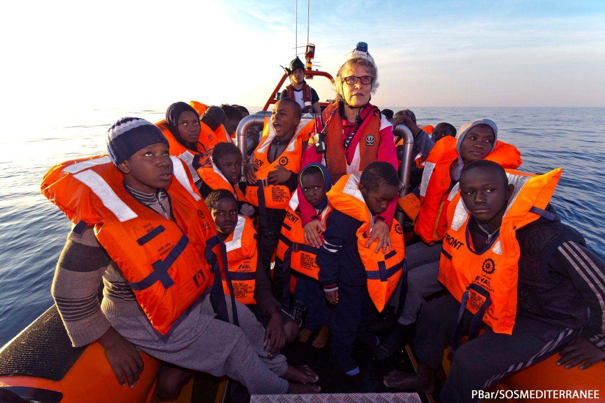 По данным итальянской береговой охраны, с начала 2017 года в Италию прибыли уже 16 206 беженцев / twitter.com/SOSMedGermany