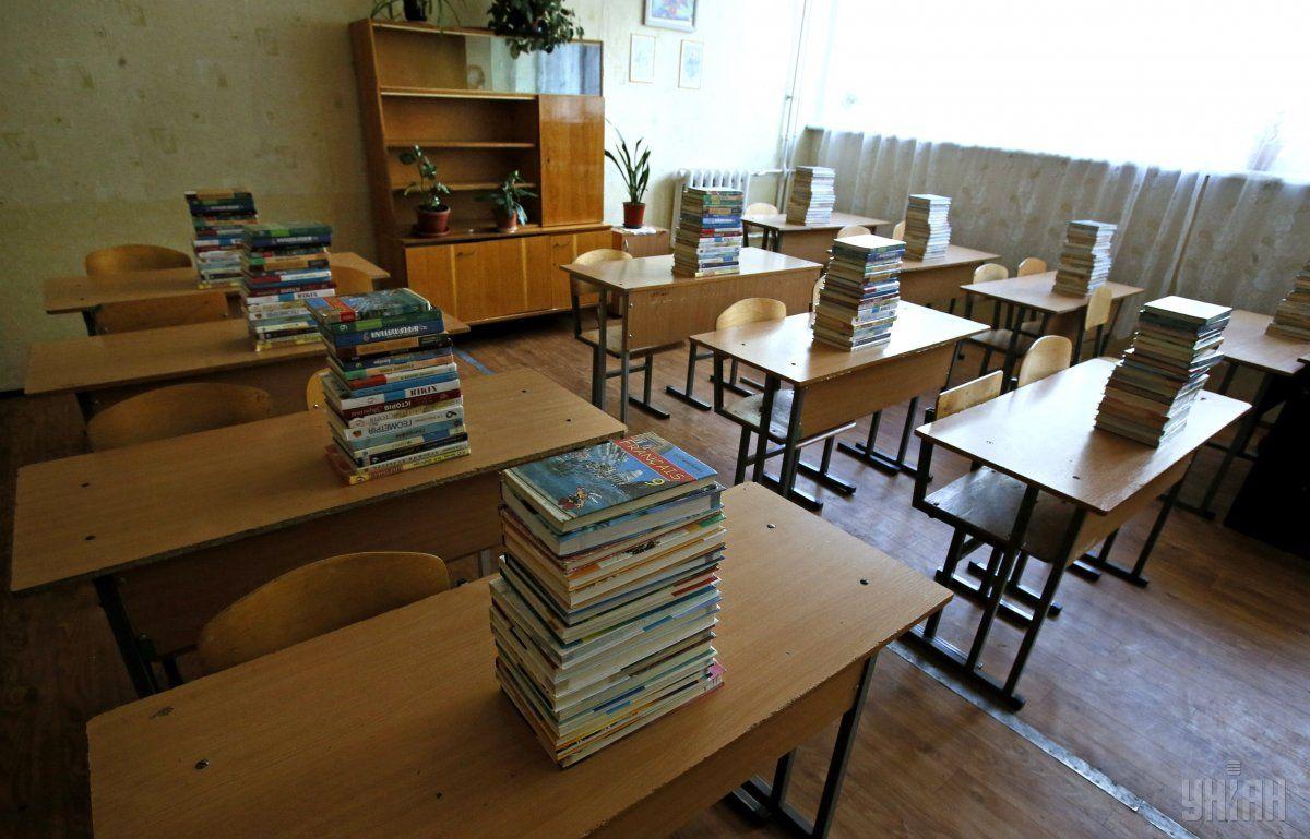 Брати готівку чи просити про допомогу в школах тепер суворо заборонено / Фото УНІАН