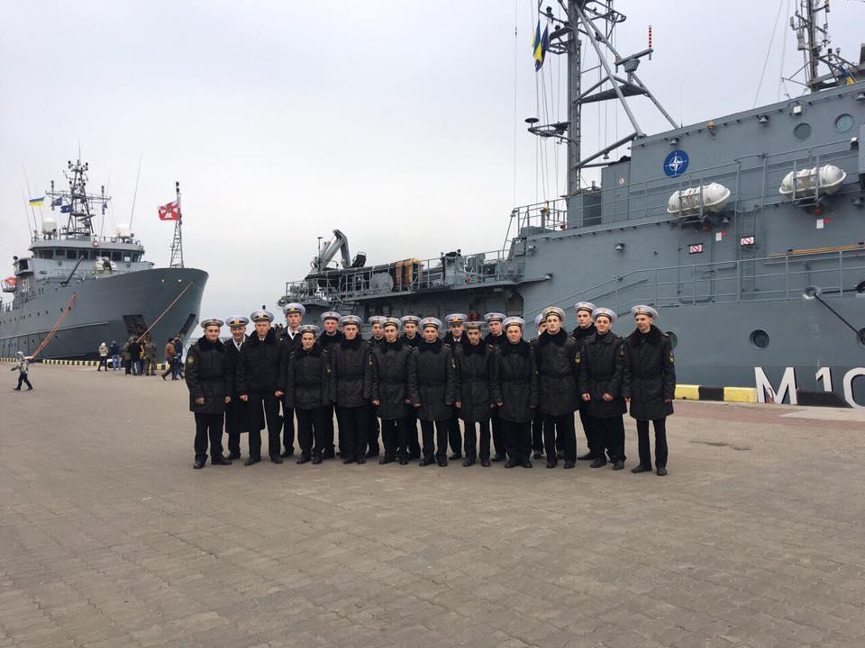 Рядовые одесситы, взрослые и малые, восприняли визит кораблей с заинтересованностью / facebook.com/navy.mil.gov.ua